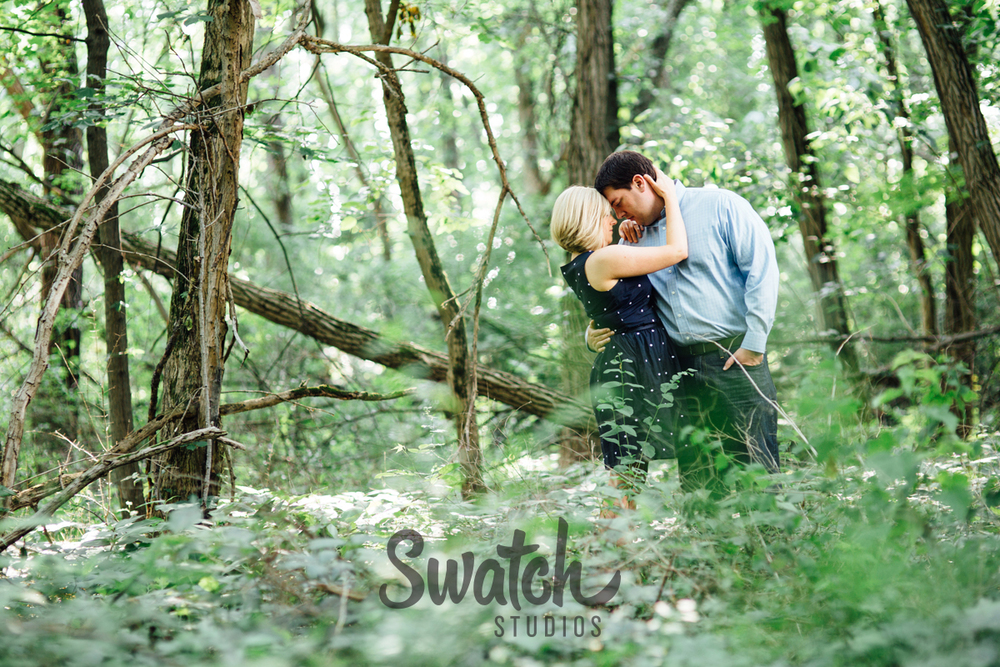 Engagement_Session_Full_of_Greenery