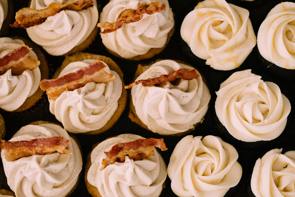 Wedding_Cupcakes_with_Bacon