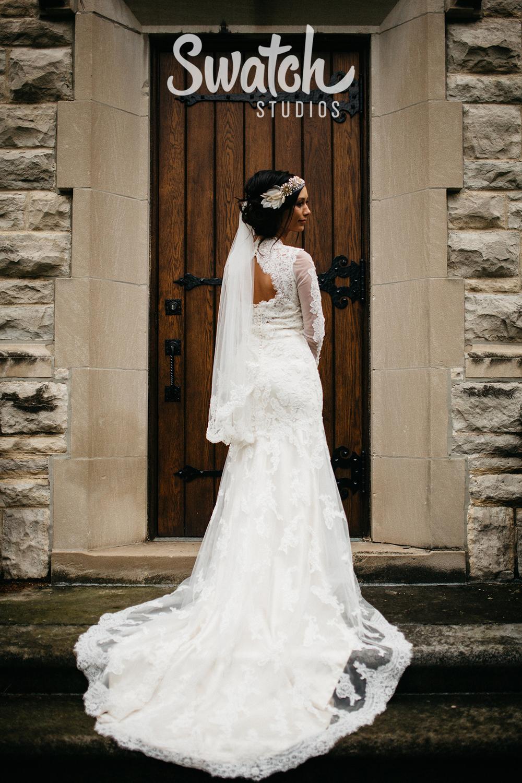 Beautiful_Bride_in_Lace_Wedding_Dress