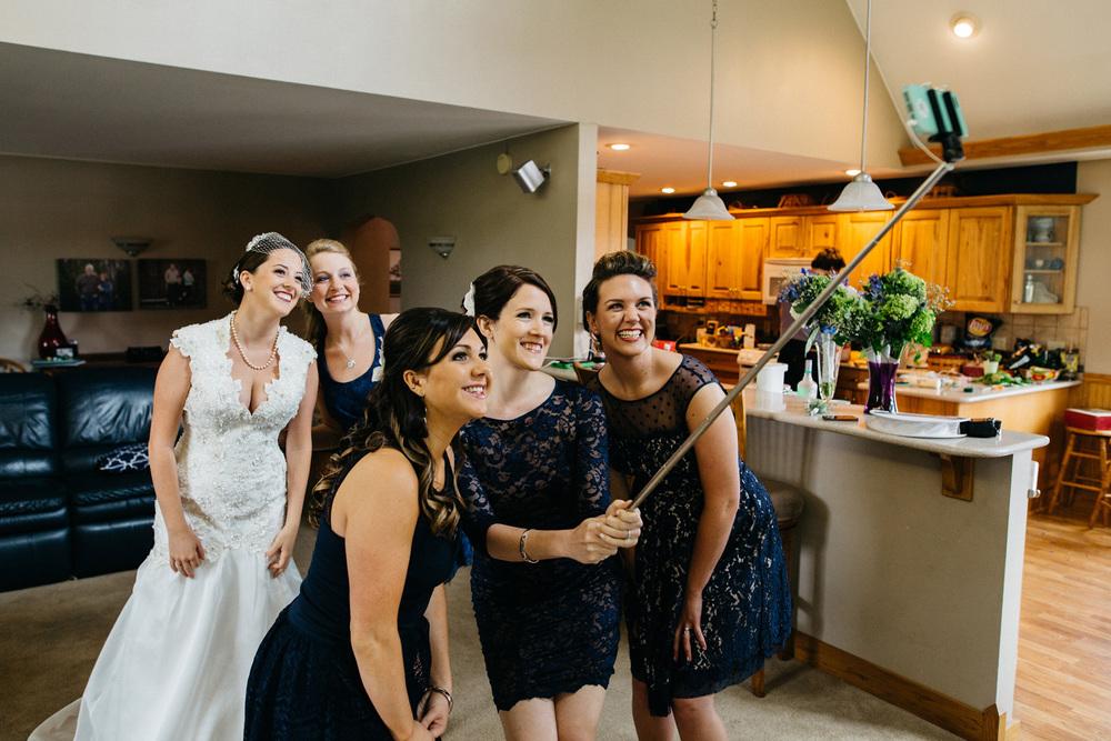 Bridesmaids_Selfie