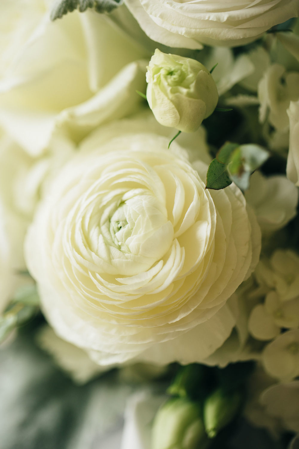 Barts Viviano bridal bouquet with beautiful white florals