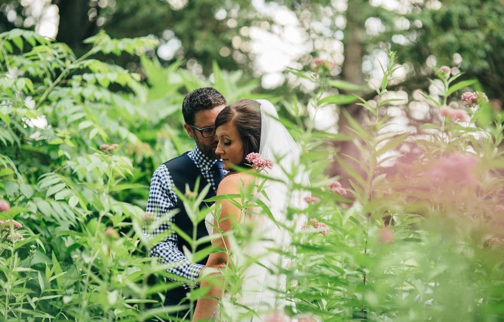 Summer wedding at the lodge of Hoover Park at Walsh University.