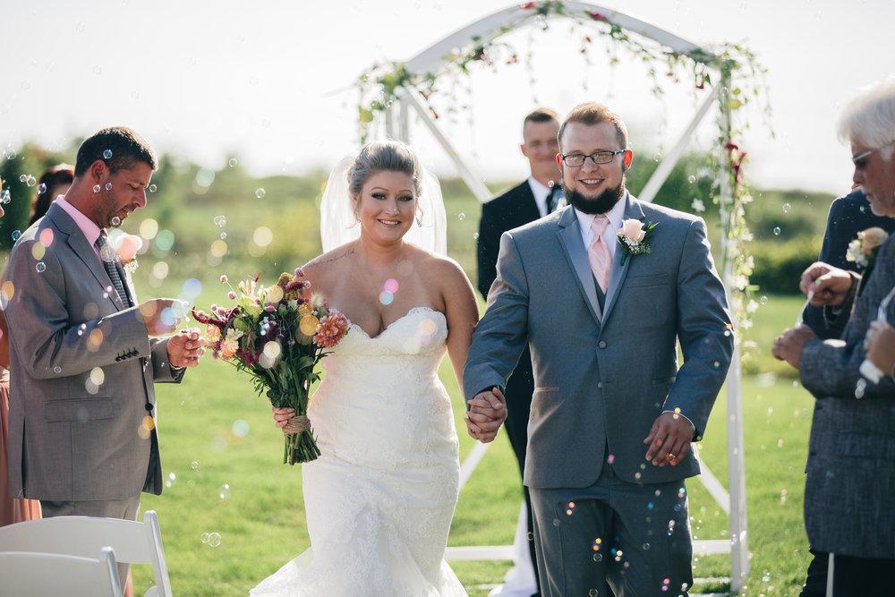 Wedding ceremony at Stone Ridge Golf Club in Bowling Green, Ohio