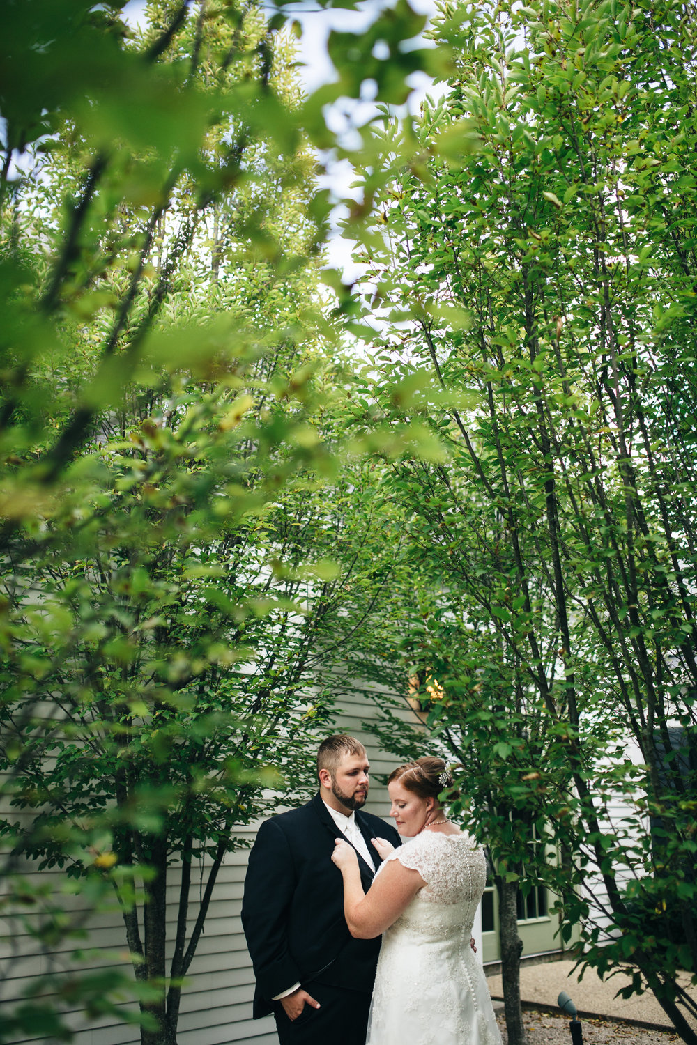 Cleveland wedding photographer at Walden Inn & Spa