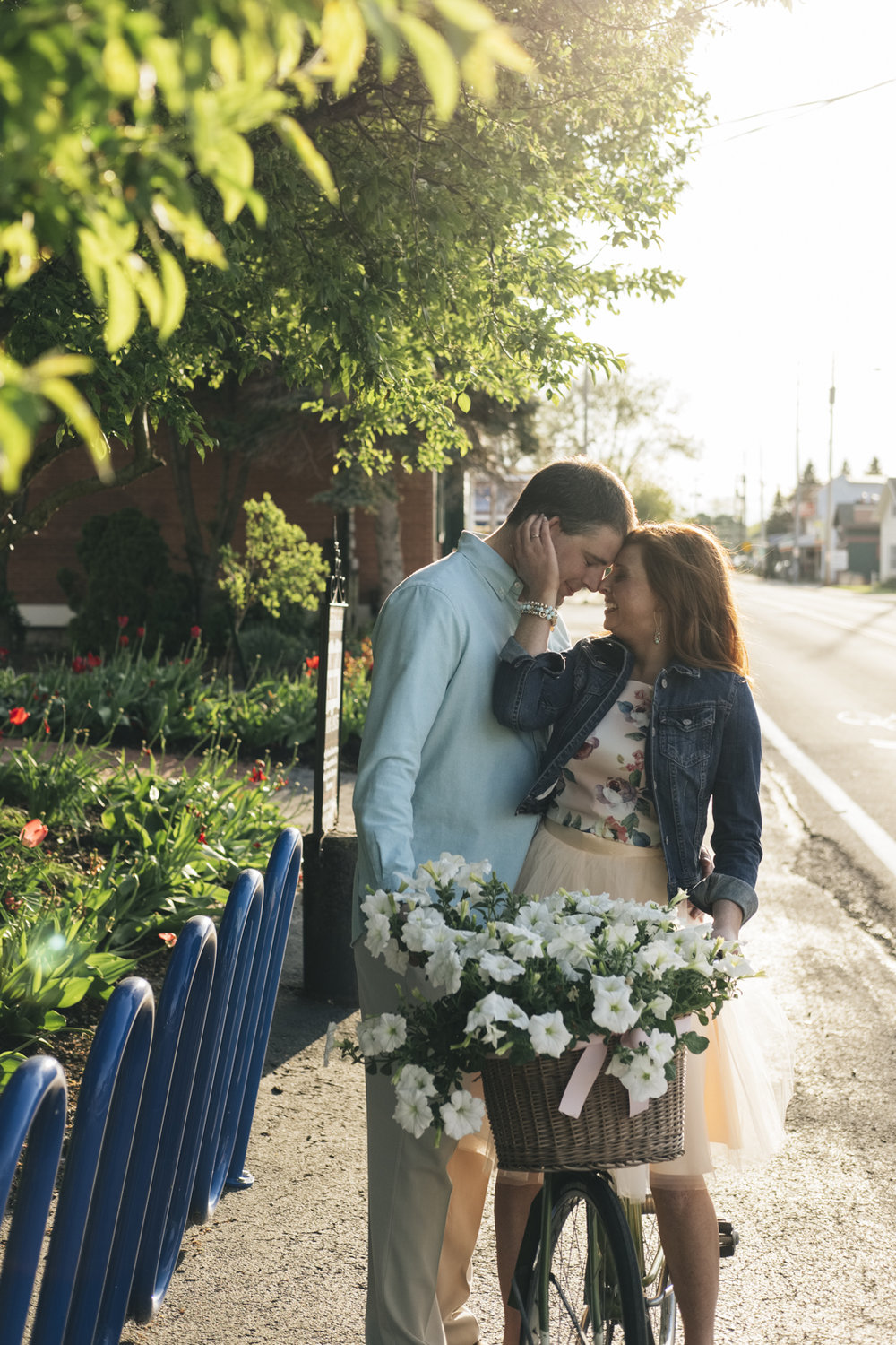 Cute Marblehead, Ohio engagement session at sunset.