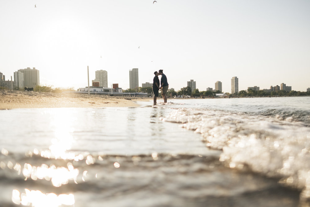 Engagement photography in Chicago in the early fall months in the lake