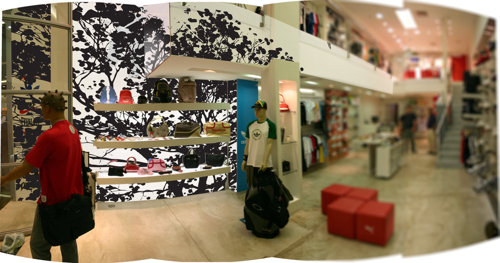 RETAIL BRAND CREATION: STORE EXPERIENCE DESIGN / ENTRANCE VIEW FROM RIGHT
