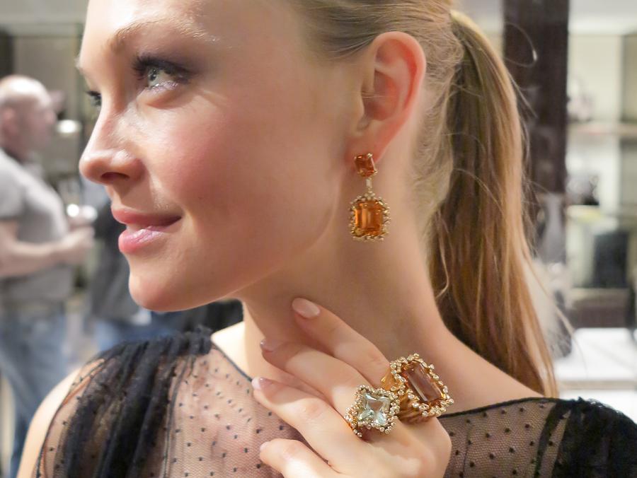 Fantastisk vakre Siri Tollerød i topp-til-tå Gucci pluss smykker fra den norske smykkedesigneren Heidi Nesbakken