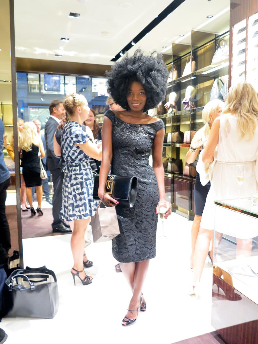 Nydelige Tinashe Bakasa Roll i topp-til-tå i Gucci