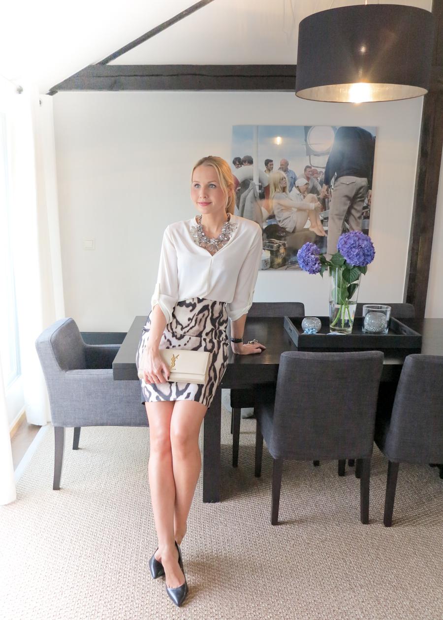 /Blouse - Zara/ Skirt - DvF/ Shoes - Zara/ Clutch - Saint Laurent/