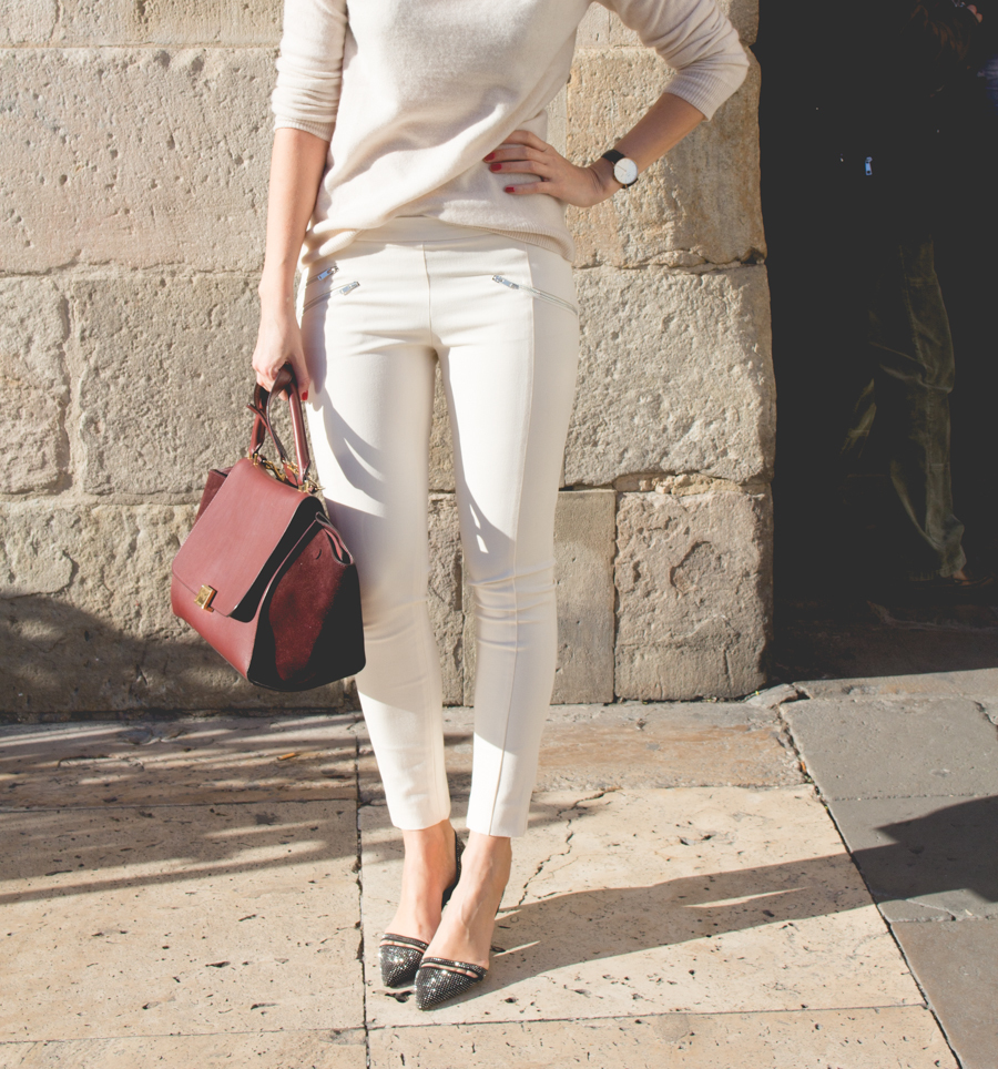 Wearing pants, sweater and pumps from Zara (no, I don't work for Zara), -bag from Céline.