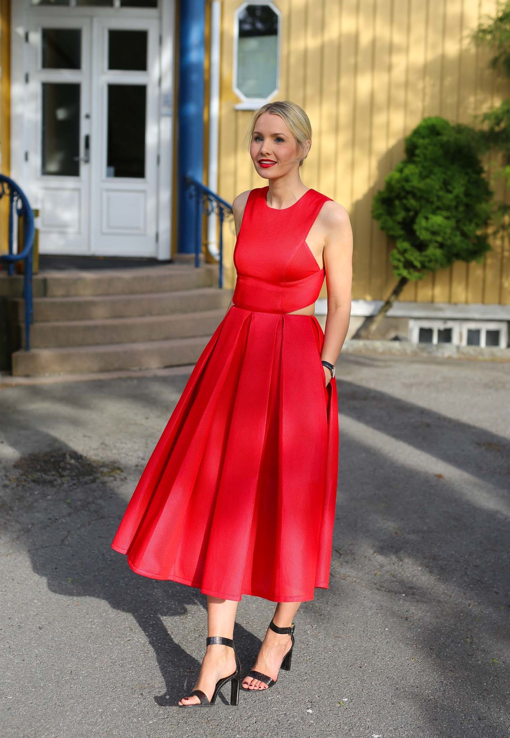Dress: DKNY (Høyer)/ Shoes: Zara (online)