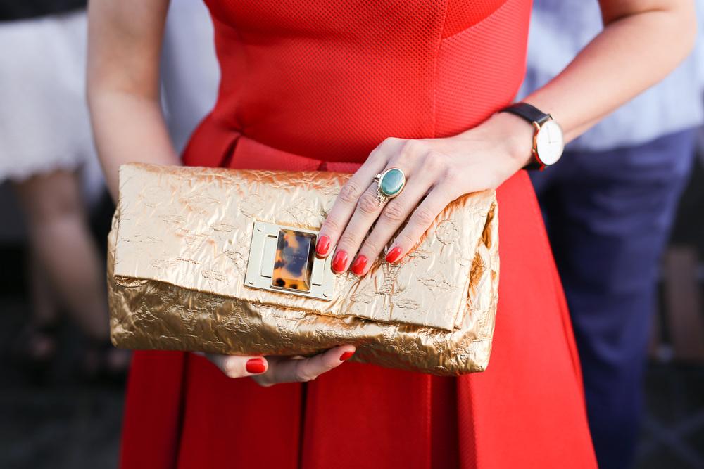 Veske fra Louis Vuitton og ring fra farmor.
