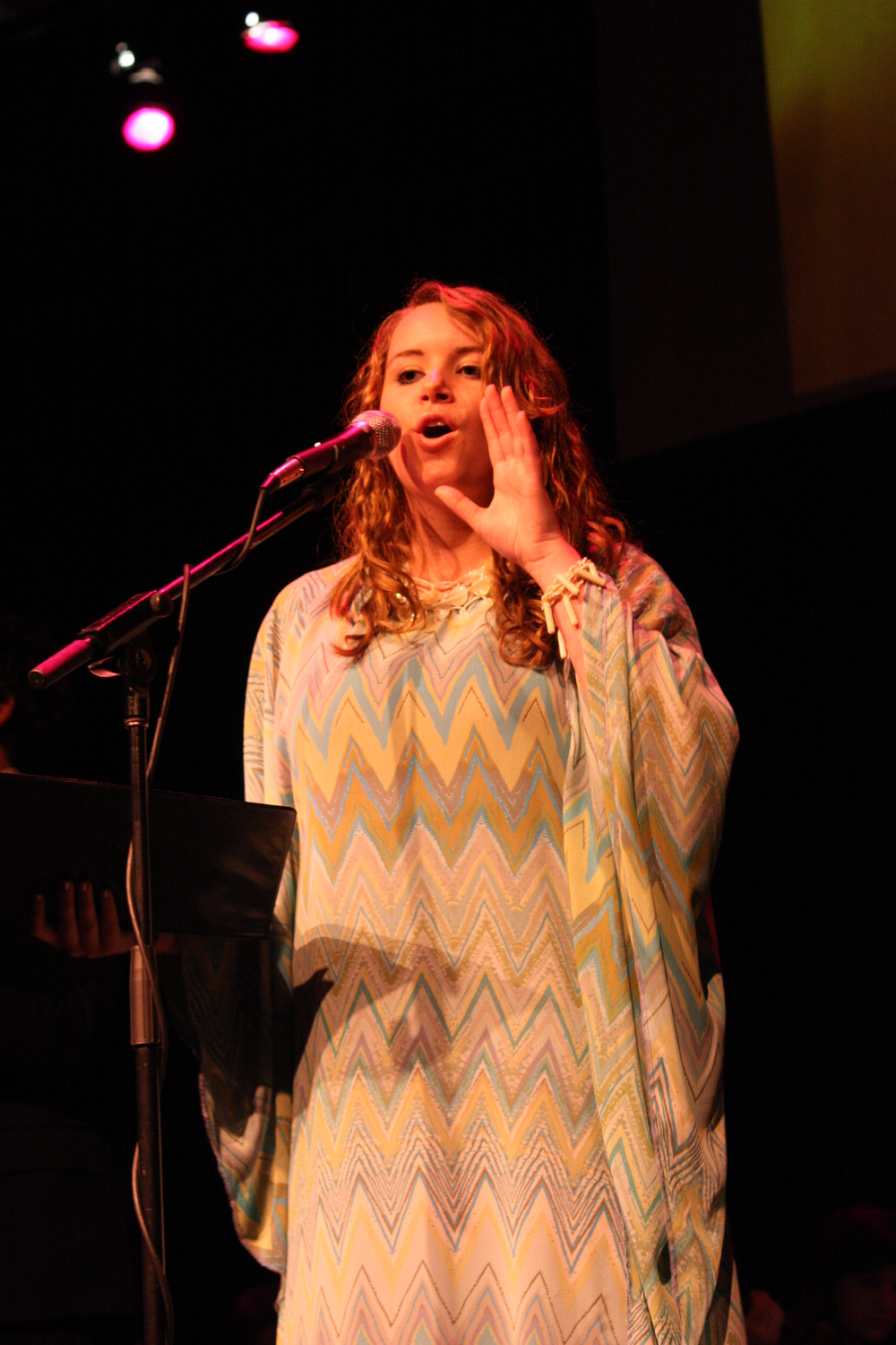 2010 South Pacific in concert 314.jpg