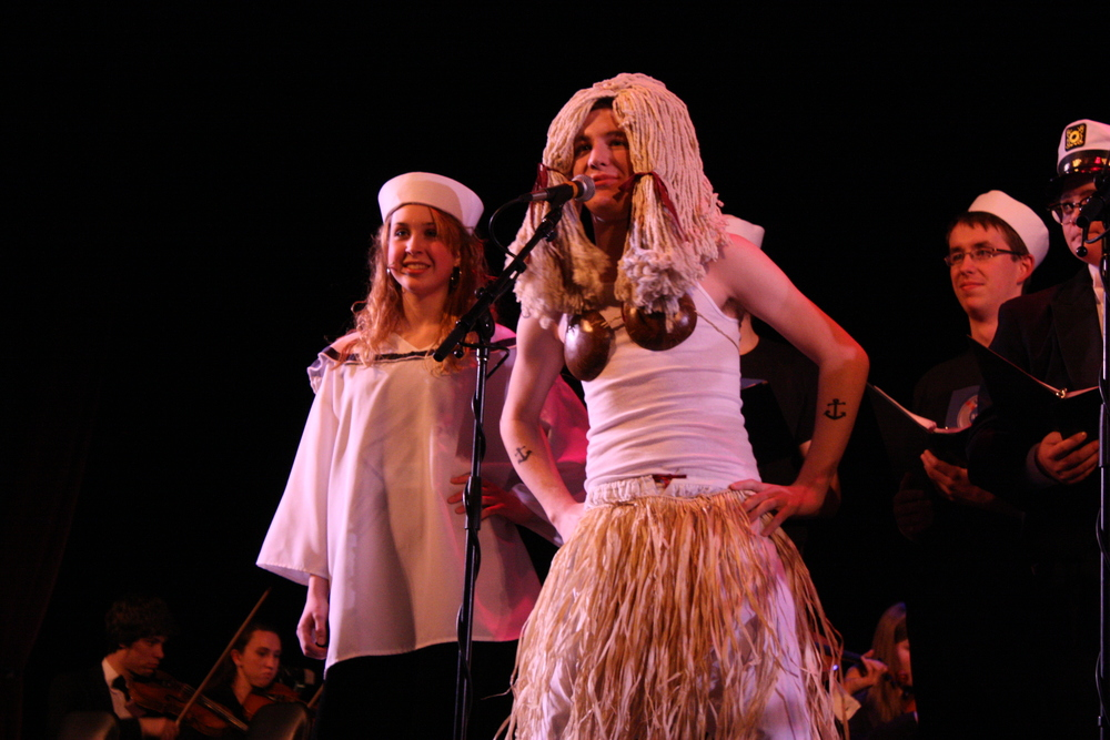 2010 South Pacific in concert 379.jpg