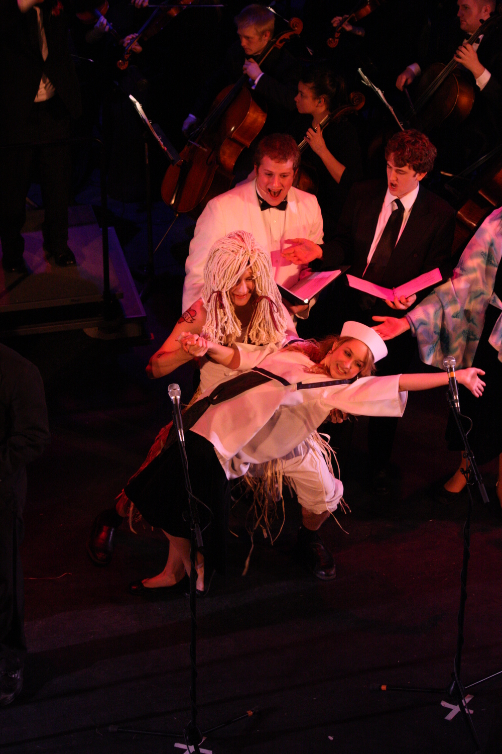 2010 South Pacific in concert 490.jpg