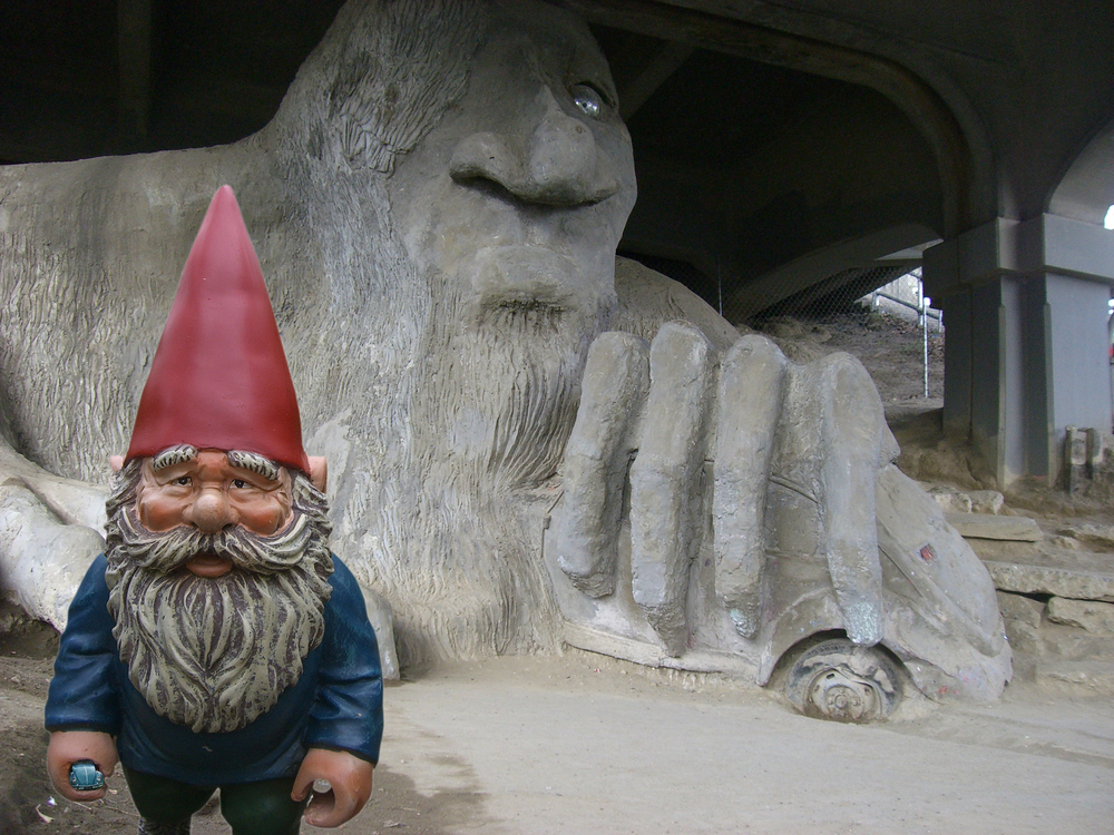 Aurora Bridge Troll (TROLL)