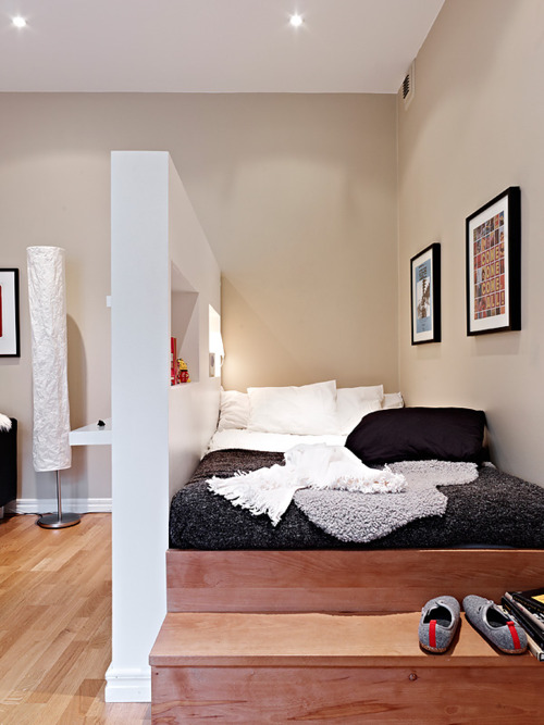 Looking to rent a commercial space near downtown LA next month to fulfill my dream of opening a photo studio. While I plan to live in it as well this bed will certainly be a part of my plans. #RAD