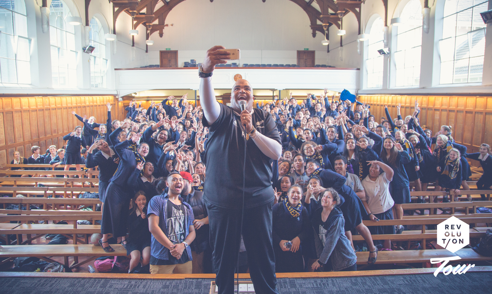 Reggie Dabbs taking a selfie with students