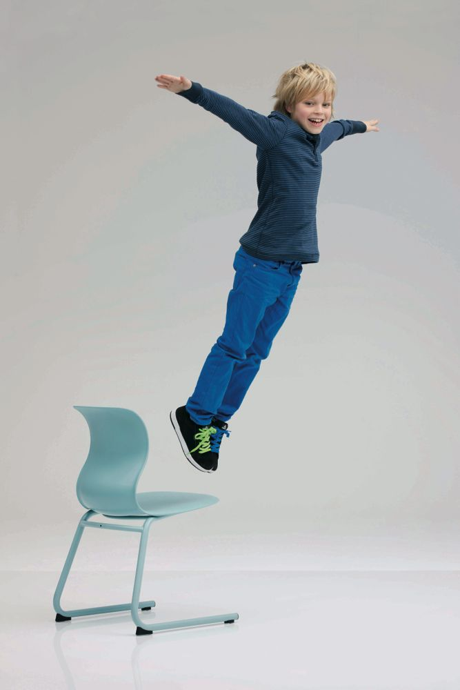 PRO_Toscani_jumping_boy.jpg