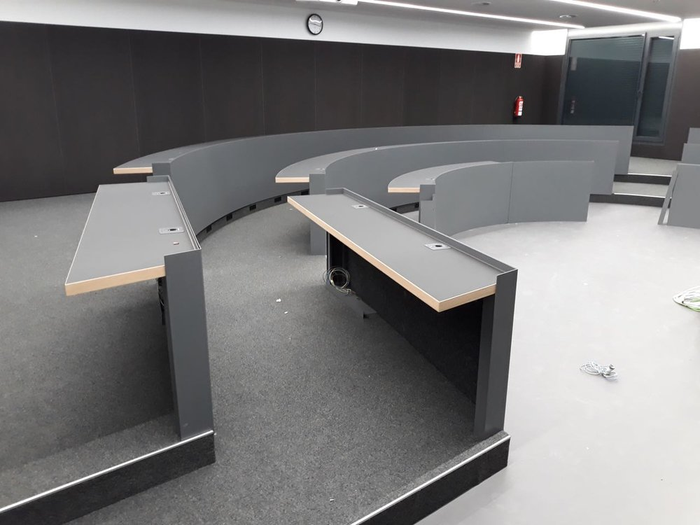 Dynamobel auditorium tables. Curved and straight lines.