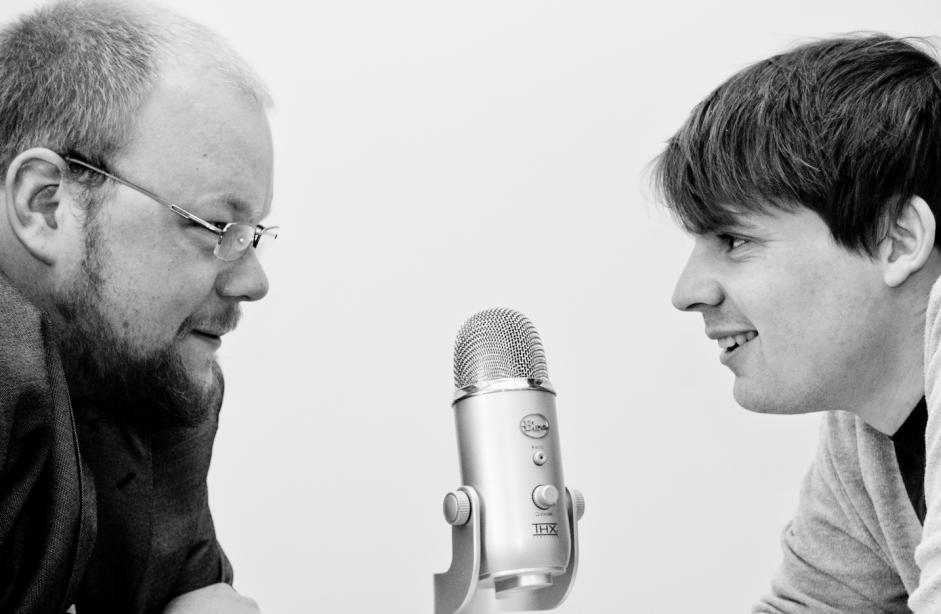 Pål Berg Svenungsen (t.v.) var gjest i andre episode av podcasten Udannet, og prata om krosstog og pilegrimar. Foto:Magnus Halsnes Opphavsrett:UiB
