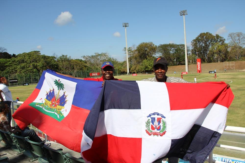 Bilde fra vennskapscup mellom lag fra Den dominikanske republikk og Haiti. Les mer fotballcupen på bloggen til Jørgen.