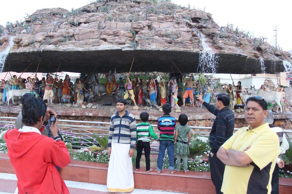 Fra Prem Mandir –en religiøs fornøyelsespark i Vrindavan hvor Krishnas mytologi fremstilles ved hjelp av kreative dioramaer. Foto: Knut Aukland