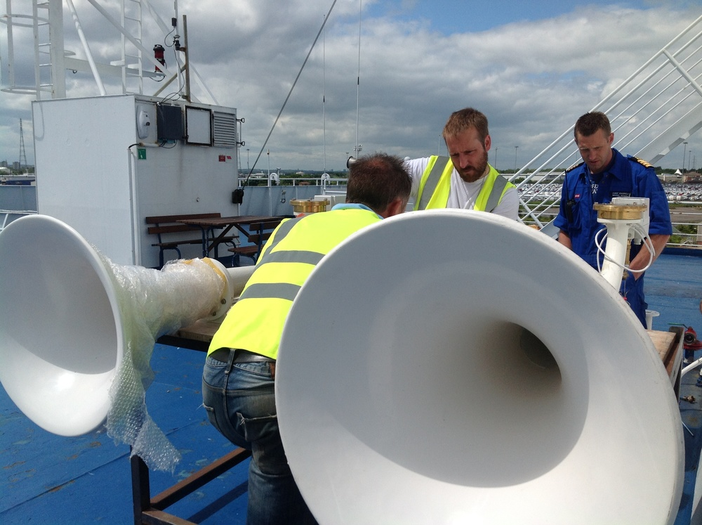 Richard, Martin and DFDS chief engineer Mikael Benzon discuss hoses.