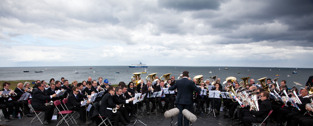 The Felling, Westoe and NASUWT Riverside brass bands with the ships of the Requiem flotilla in the background    © Kristian Buus 2013