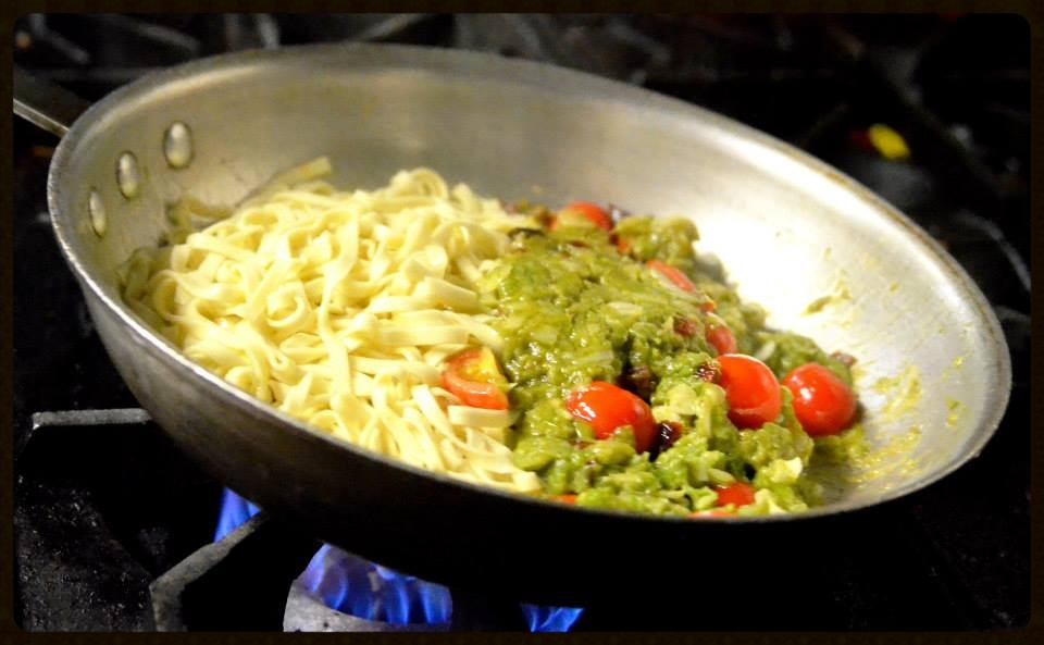 linguine and asparagus in pan.jpg