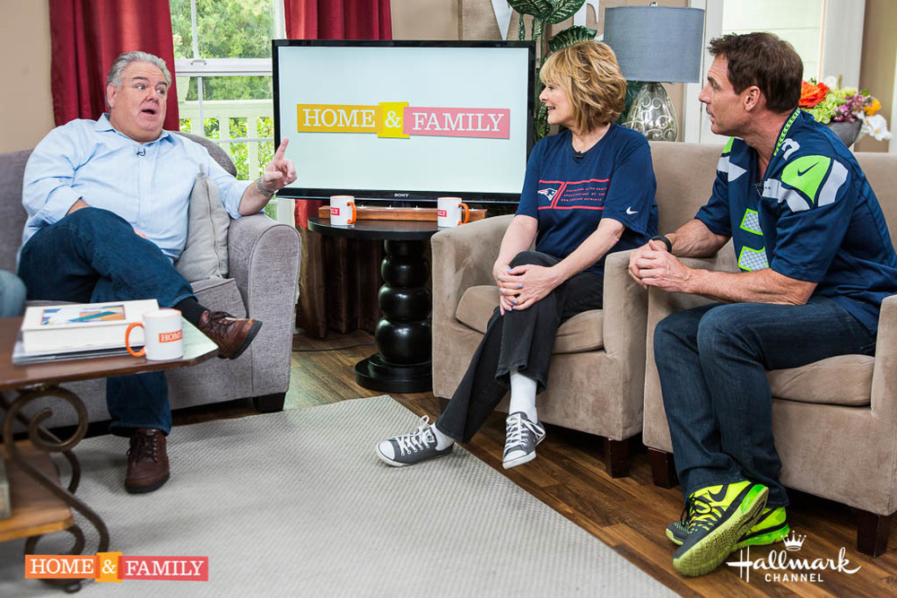 """Mark Steines and Cristina Ferrare welcome, Actor, Jim O'Heir, as he tells us all about the final season of """"Parks and Recreation""""! Actress, Dominik Garcia-Lorido talks about life with her famous father, Andy Garcia, and her upcoming film """"Wild Card"""". From """"The Next Iron Chef"""" Chef Eric Greenspan makes one of his favorite Super Bowl recipes! Cristina shares her list of essentials that every kitchen should have. Debbie Matenopoulos, Matt Rogers and Matt Iseman show us what they've learned from taking dance classes! Creator of the """"Finding Rover"""" app, John Polimeno tells us how his app helps reunite lost dogs with their owners. The """"3 M's"""", Matt Iseman, Mark Steines and Matt Rogers, discuss the pros and cons of contact sports for children."""