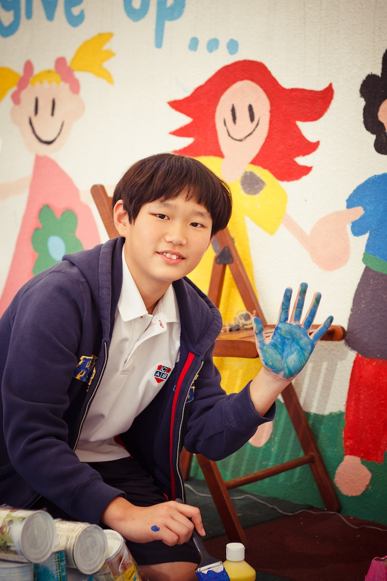 Daniel and his blue hand