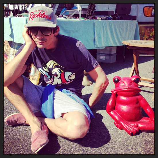 Red Frog, mantiquing in Los Angeles, Mantiquing at Rose Bowl Flea Market, what is mantiquing