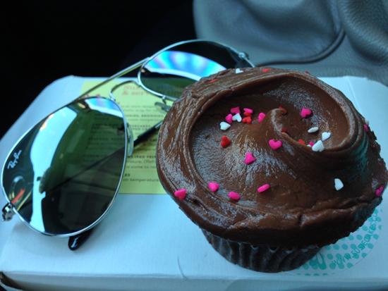 best cupcake in los angeles la california, best chocolate cupcake, susie cakes cupcakes, susiecakes seasonal cupcakes, best cupcakes in california, coffee in chocolate cupcakes, best chocolate cupcake frosting, yummy cupcake frosting, susiecakes chocolate cupcake frosting, valentine chocolate cupcakes, rayban sunglasses and cupcakes