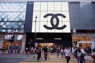 chanel shopping prices, what to wear when shopping at chanel, wearing sweatpants while shopping, fashion and service, girl loves style