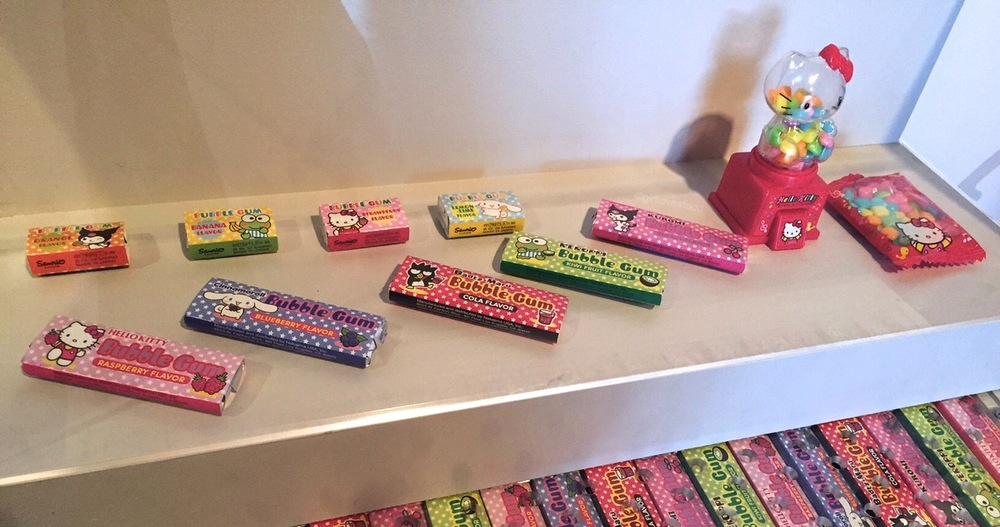 I was OBSESSED with this gum when I was little (still love it!) and even had that little dispenser!