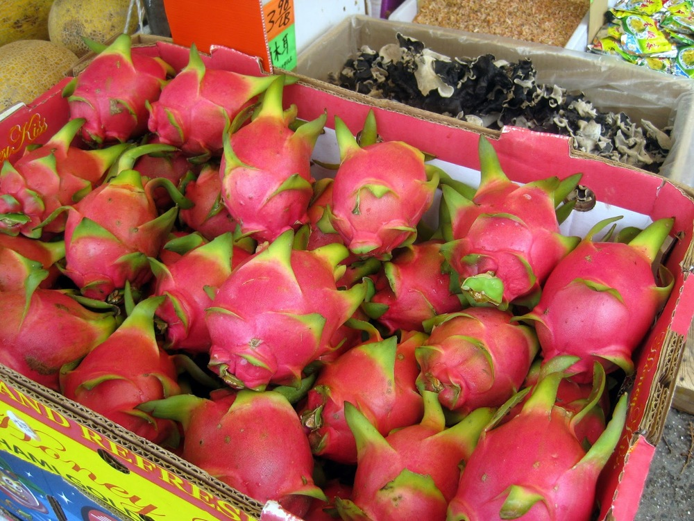 new york china town dragon fruit, fresh fruit in china town new york, fruit selection in china town
