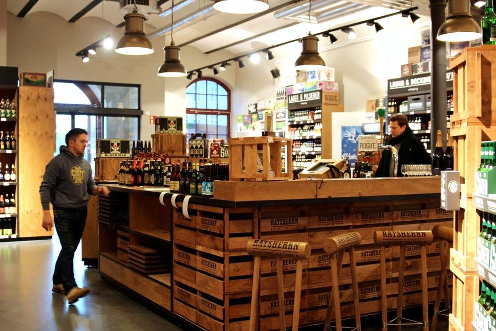 Altes_Mädchen_Verkauf_Ansicht_susies-local-food.jpg