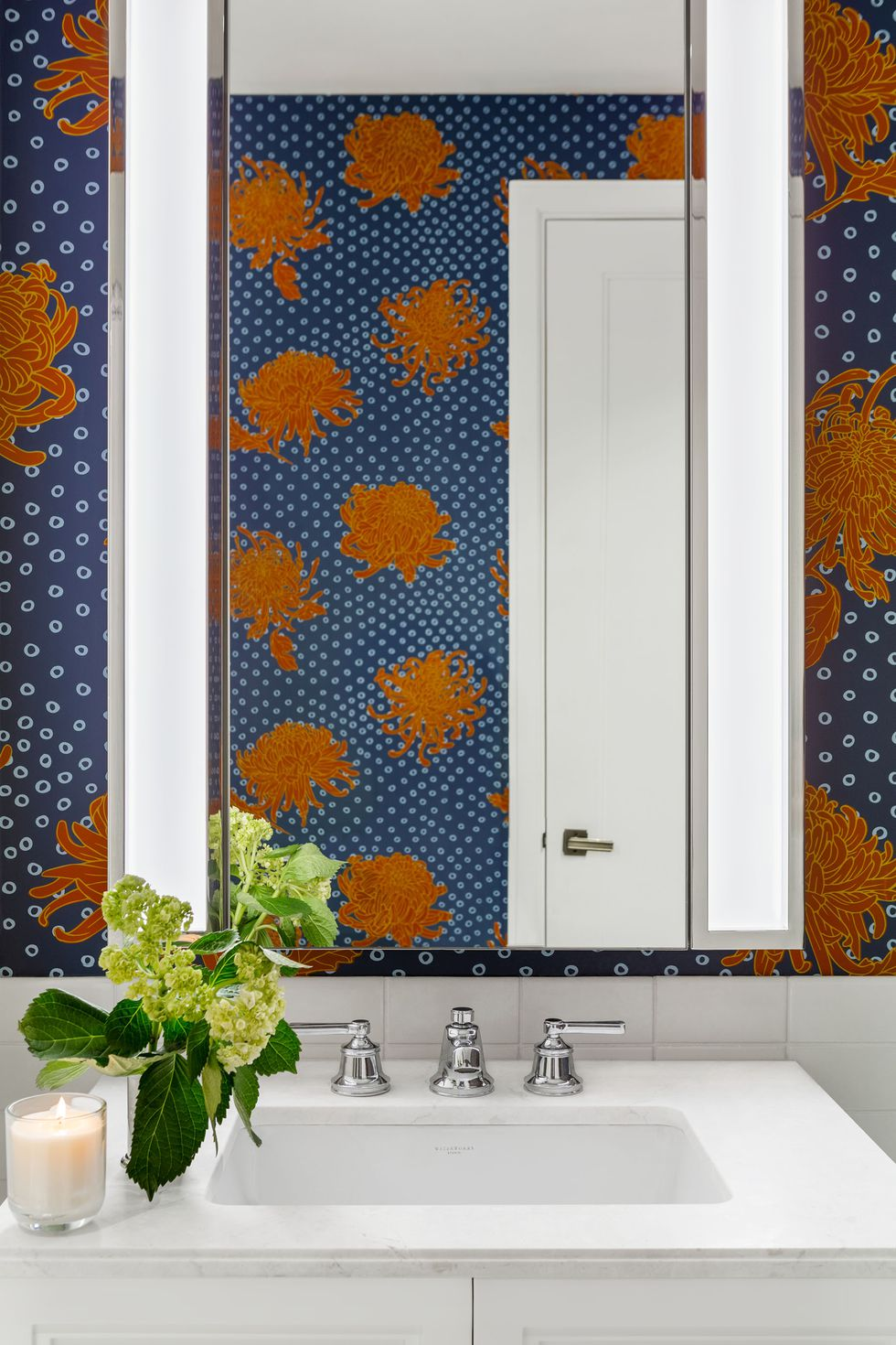 bathroom trend 2019 statement wallpaper