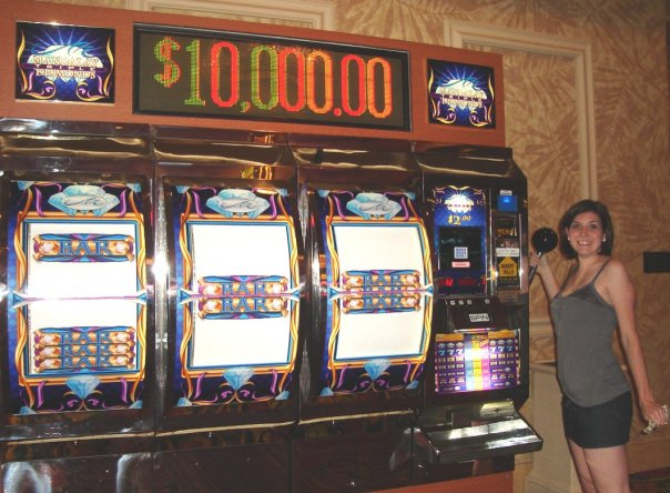 Well look at 2007 Laura, rocking the giant slot machine. Or simply posing for a photo, because I can assure you I didn't spend $2.