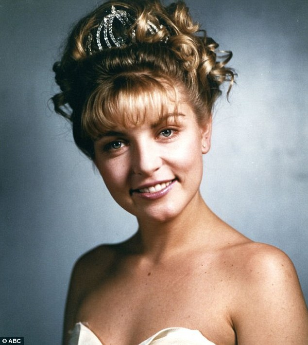laura palmer of twin peaks.jpg