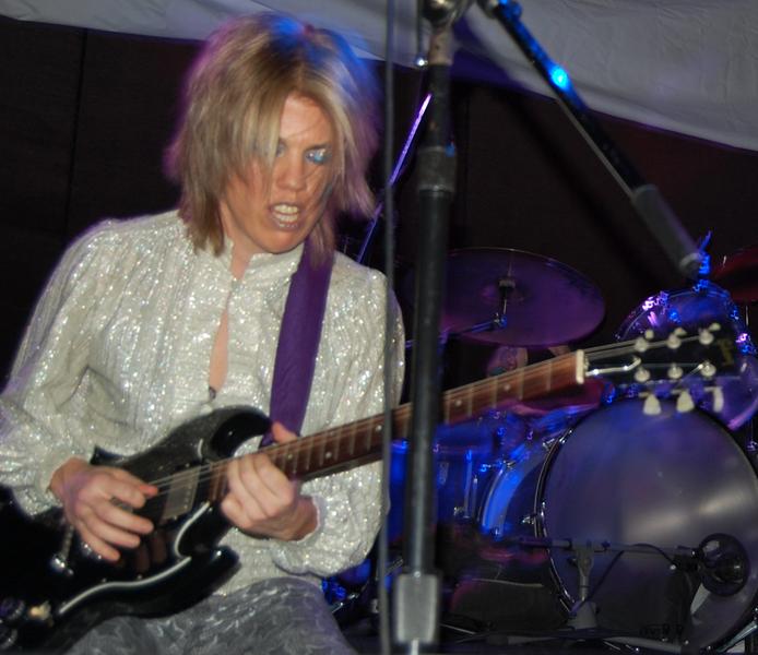 Viva DeConcini - Guitar Magazine   electricviva.com