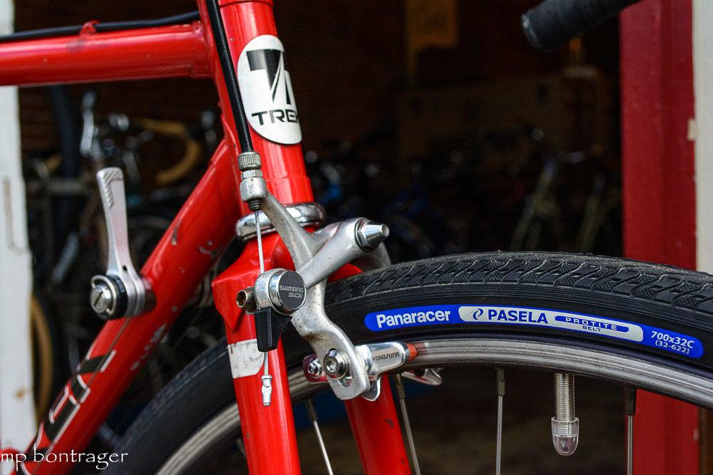 Panaracer's Pasela tires offer fantastic grip on asphalt and packed gravel trails