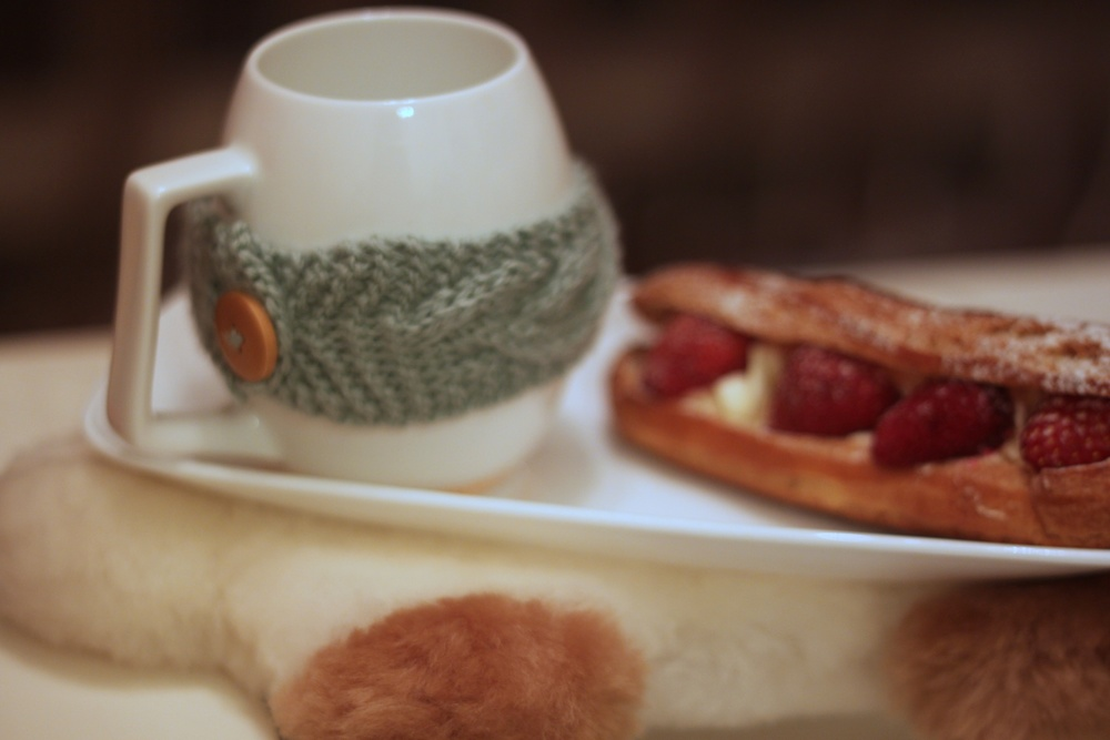 Knitted mug holder