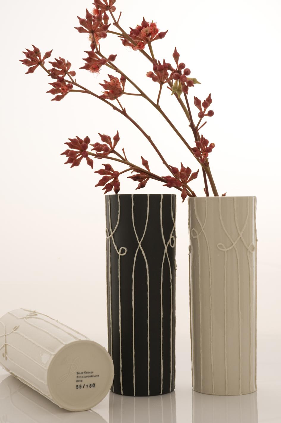 Nadelstreifen Vasen pinstripe vases h 26 cm image: Natalie Williams