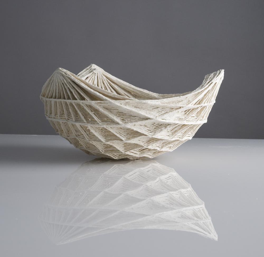 Dreiseitige Rautenschale threesides diamond bowl l 42 cm image: Natalie Williams