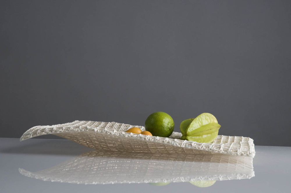 Patte mit Wabenmuster  platter with honeycomb pattern  l 37 cm   image:Natalie Williams
