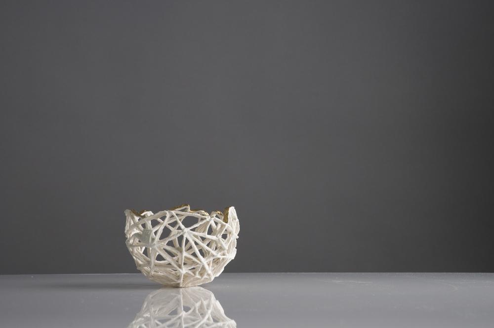 Dreieckiges Fachwerk mit Goldfächern threesides framework with gold d 10 cm image:Natalie Williams