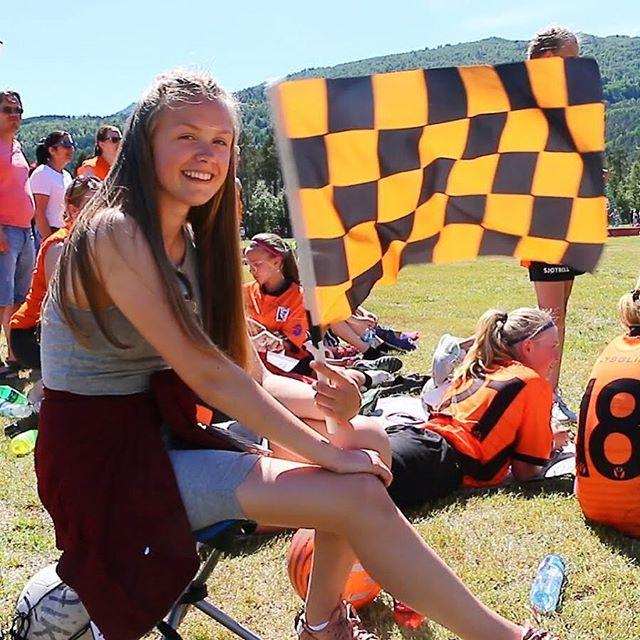 Austevoll fotball set sitt preg på kamparenaen! I svart og oransje dei stormar fram🤘⚽️ #staonopao #lerumcup #saftbygda